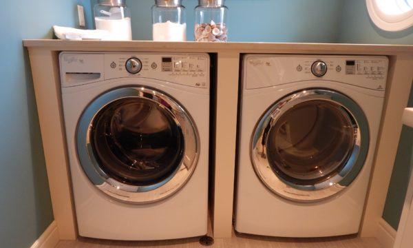 to vaskemaskiner ved siden af hinanden 600x360